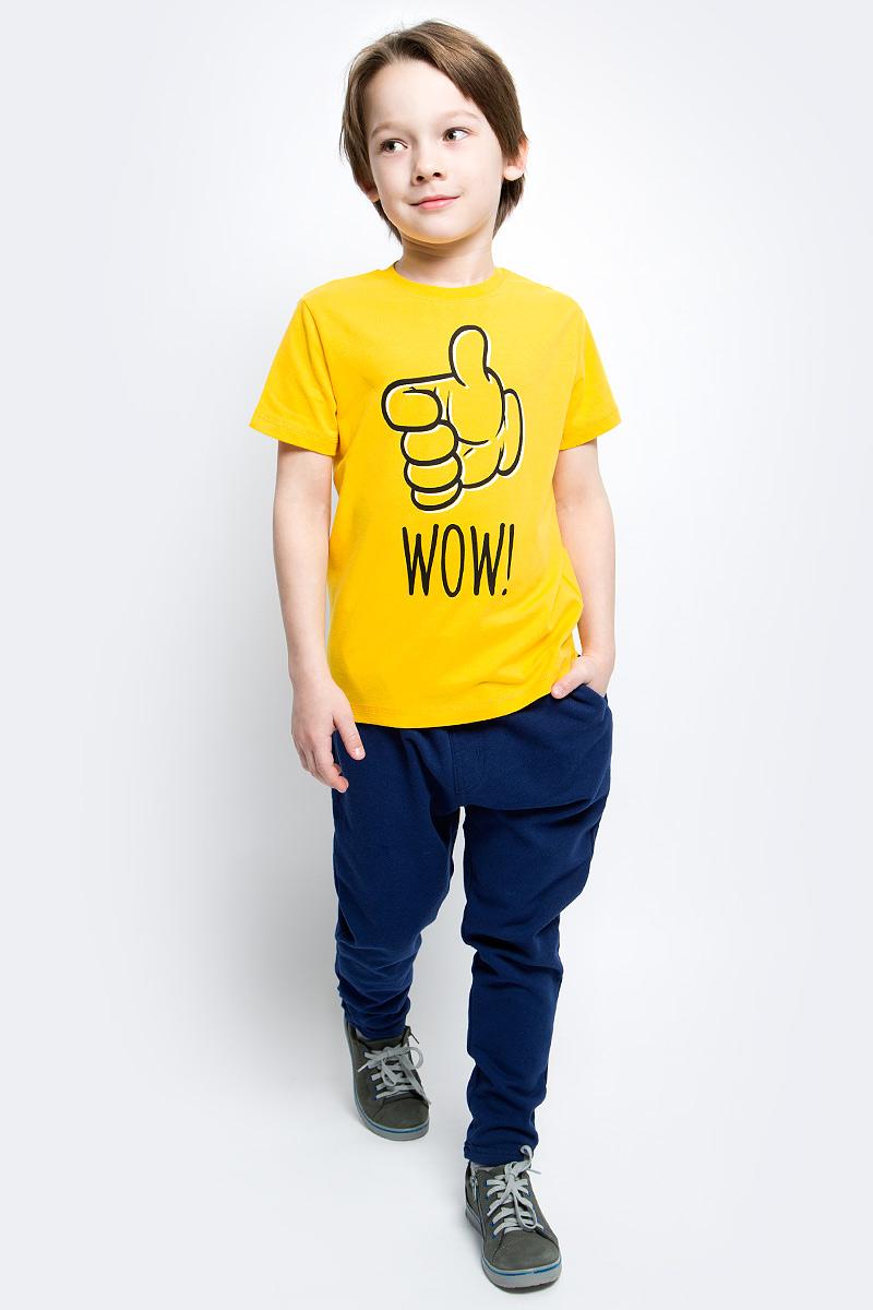 Брюки спортивные для мальчика PlayToday, цвет: темно-синий. 171026. Размер 98171026Брюки из трикотажа прекрасно подойдут вашему ребенку для отдыха и прогулок. Модель на мягкой резинке, дополнительно снабжена шнуром - кулиской, которая, при необходимости, позволит подогнать брюки по фигуре вашего ребенка. Такая модель прекрасно подойдет для занятий спортом. Мягкая ткань не сковывает движений ребенка.