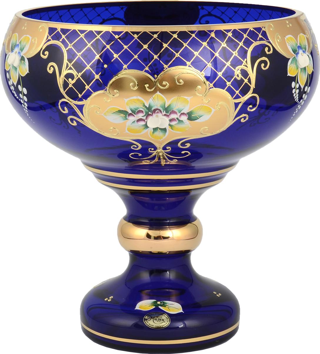 Фруктовница Bohemia, цвет: синий, 26 см. 2288622886Фруктовница Bohemia, выполненная из богемского стекла, сочетаетв себе классический дизайн с максимальнойфункциональностью. Фруктовницапредназначена для красивой сервировки конфет,фруктов и десертов. Элегантная и стильная, онаукрасит сервировку вашего стола и подчеркнетпрекрасный вкус хозяйки, а также станет отличнымподарком.
