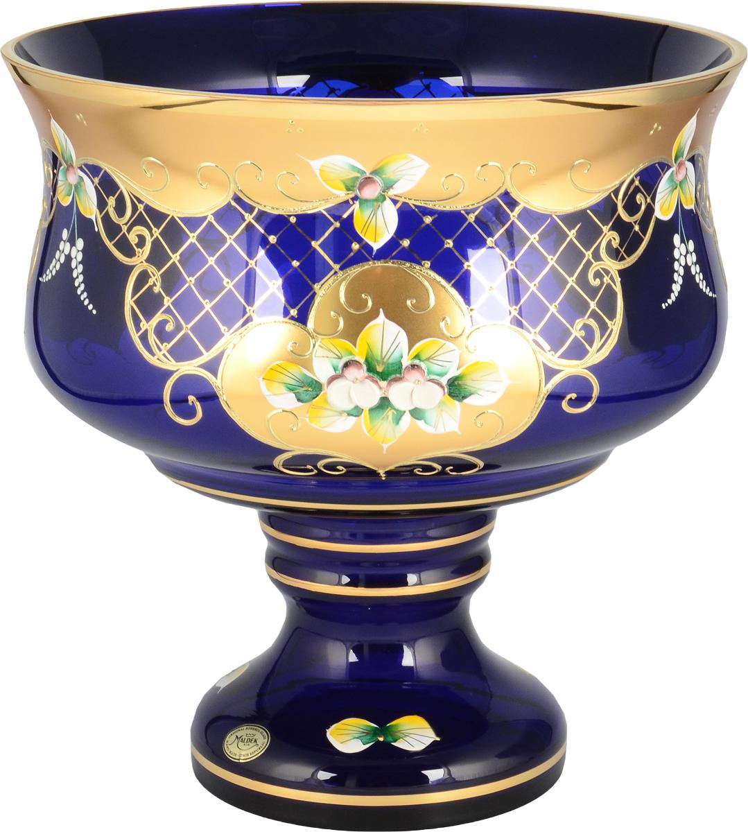 Фруктовница Bohemia, цвет: синий, 26 см. 2409924099Фруктовница Bohemia, выполненная из богемского стекла, сочетаетв себе классический дизайн с максимальнойфункциональностью. Фруктовницапредназначена для красивой сервировки конфет,фруктов и десертов. Элегантная и стильная, онаукрасит сервировку вашего стола и подчеркнетпрекрасный вкус хозяйки, а также станет отличнымподарком.