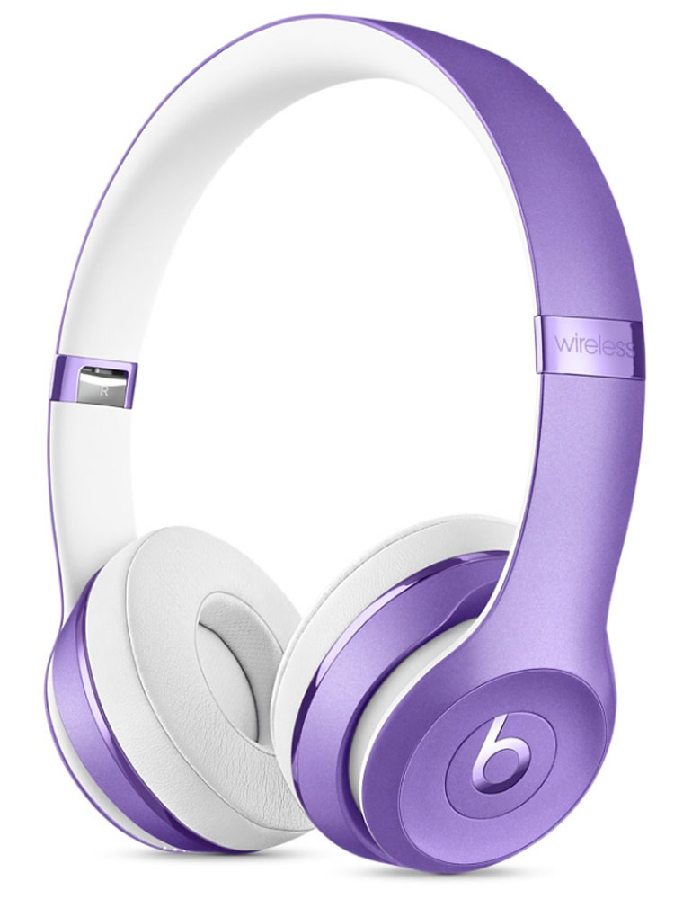Beats Solo3 Wireless, Ultra Violet беспроводные наушникиMP132ZE/AНаушники Beats Solo3 могут работать до 40 часов без подзарядки, чтобы вы могли пользоваться ими каждый день. 5-минутной зарядки Fast Fuel хватит ещё на 3 часа воспроизведения. Фирменное звучание Beats в наушниках с технологией Bluetooth класса 1 будет сопровождать вас повсюду - куда бы вы ни отправились. Расположение чашек с мягкими амбушюрами можно регулировать - вы сможете носить их целый день.Беспроводные наушники готовы к работе в любой момент. Включите их и поднесите к своему iPhone - они мгновенно подключатся к нему, а заодно и к вашим Apple Watch, iPad и Mac. В Solo3 с технологией Bluetooth класса 1 вы сможете слушать музыку где бы вы ни были.Неотъемлемая черта Beats Solo3 - знаменитое звучание Beats. Точная настройка акустической системы обеспечивает чистое сбалансированное звучание в широком диапазоне. Мягкие удобные чашки блокируют внешние шумы и позволяют вам услышать все оттенки любимой музыки.В беспроводных наушниках с энергоэффективным процессором Apple W1 вы сможете слушать музыку до 40 часов без подзарядки. 5-минутной подзарядки Fast Fuel вам хватит ещё на 3 часа работы - слушайте музыку практически без остановки. Встроенные элементы управления и сдвоенные микрофоны направленного действия позволяют отвечать на звонки, управлять воспроизведением, регулировать громкость и общаться с Siri - куда бы вы ни отправились.Дизайн Beats Solo3 выдержан в характерном для линейки стиле - выразительном и минималистичном. Расположение чашек с мягкими амбушюрами можно регулировать - вы сможете носить их целый день. Стремительные изгибы, отсутствие видимых винтов и вращающиеся амбушюры дополняют естественную посадку этих наушников, эргономичная конструкция которых рассчитана на обеспечение оптимального комфорта и качества звучания.