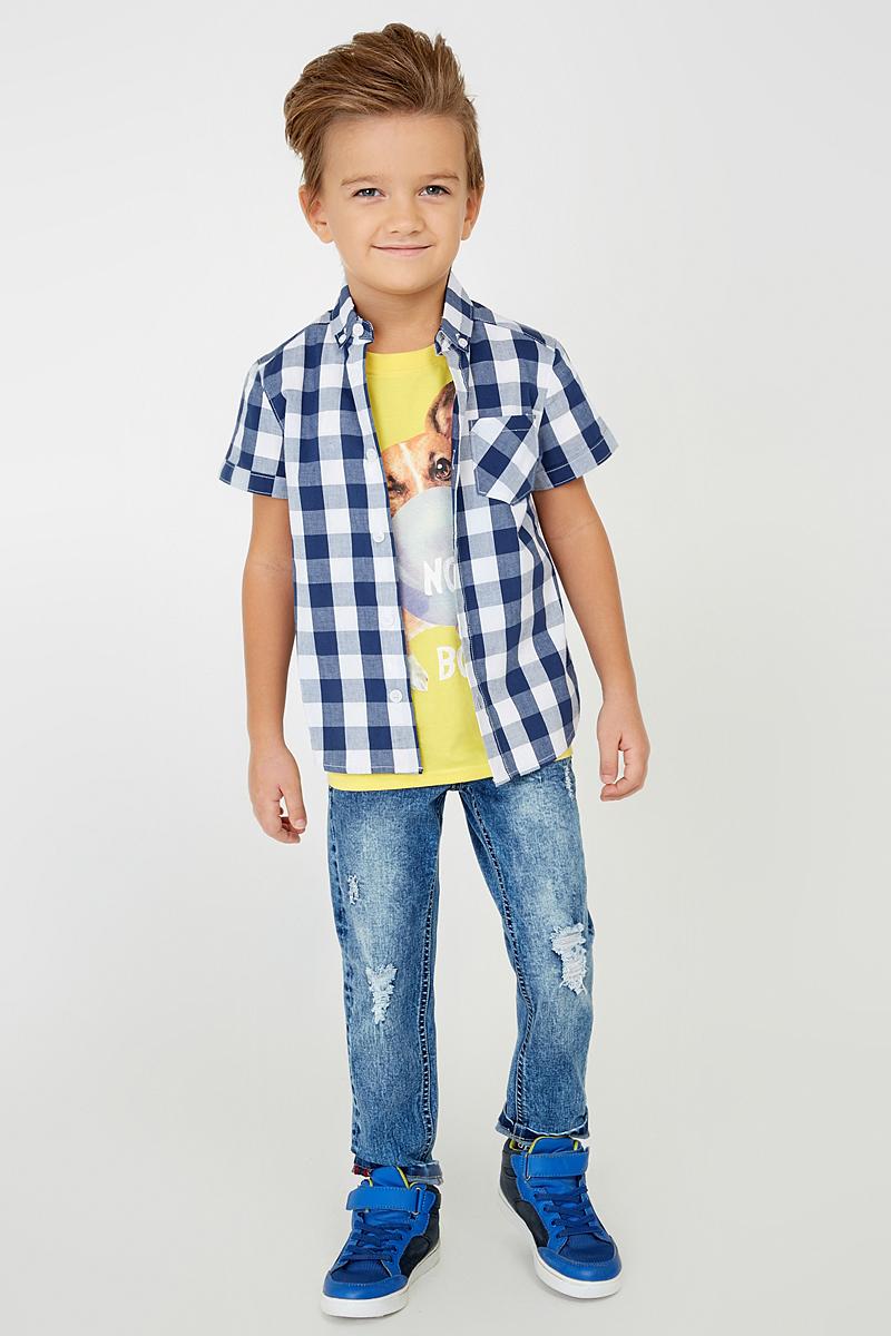 Рубашка для мальчика Acoola Folin, цвет: синий, белый. 20100290001_500. Размер 12820100290001_500Стильная рубашка для мальчика Acoola Folin выполнена из 100% хлопка и оформлена принтом в клетку. Модель прямого кроя с короткими рукавами, полукруглым низом спинки и отложным воротничком застегивается на пуговицы. На груди рубашка дополнена накладным карманом. Такая модная и комфортная модель позволит создавать стильные летние образы.