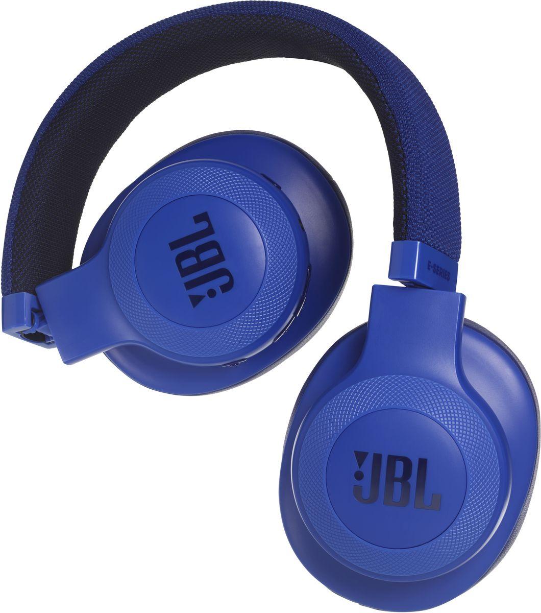 JBL E55BT, Blue беспроводные наушникиJBLE55BTBLUБеспроводные накладные наушники JBL E55BT доставят легендарный звук JBL прямо вам в уши. E55BT - одна из наиболее универсальных моделей, отличающаяся длительной работой от аккумулятора (до 20 часов) и инновационным, стильным оголовьем с тканевой отделкой, подчеркивающим ваш модный образ. Эргономичный накладной дизайн означает, что вы можете не расставаться с любимой музыкой и получать дополнительное удовольствие, где бы вы ни были - на работе, в транспорте или просто в городе. Подключение к нескольким устройствам позволяет с легкостью переключаться между двумя устройствами, поэтому вы никогда не пропустите звонок. Благодаря элегантному внешнему виду, различным цветовым решениям и дополнительному удобству съемного кабеля с пультом управления и микрофоном вам никогда не захочется расставаться с наушниками E55BT.