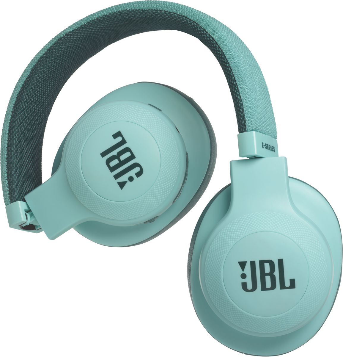 JBL E55BT, Teal беспроводные наушникиJBLE55BTTELБеспроводные накладные наушники JBL E55BT доставят легендарный звук JBL прямо вам в уши. E55BT - одна из наиболее универсальных моделей, отличающаяся длительной работой от аккумулятора (до 20 часов) и инновационным, стильным оголовьем с тканевой отделкой, подчеркивающим ваш модный образ. Эргономичный накладной дизайн означает, что вы можете не расставаться с любимой музыкой и получать дополнительное удовольствие, где бы вы ни были - на работе, в транспорте или просто в городе. Подключение к нескольким устройствам позволяет с легкостью переключаться между двумя устройствами, поэтому вы никогда не пропустите звонок. Благодаря элегантному внешнему виду, различным цветовым решениям и дополнительному удобству съемного кабеля с пультом управления и микрофоном вам никогда не захочется расставаться с наушниками E55BT.