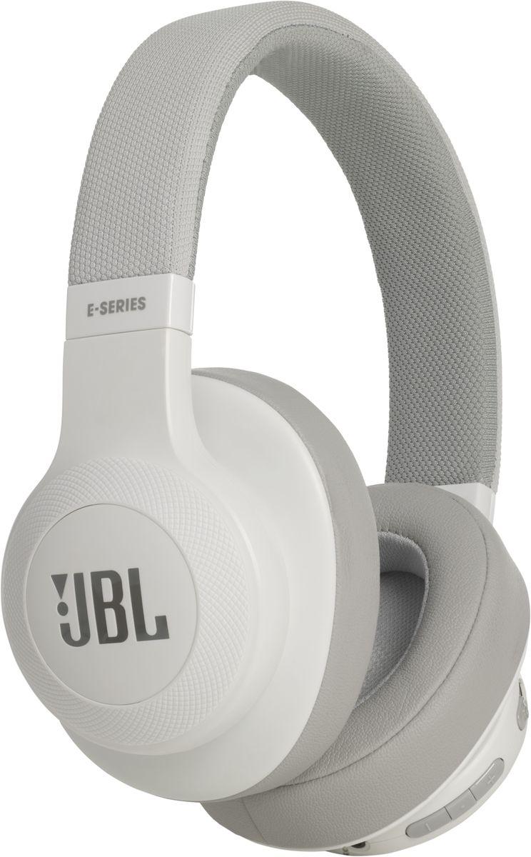 JBL E55BT, White беспроводные наушникиJBLE55BTWHTБеспроводные накладные наушники JBL E55BT доставят легендарный звук JBL прямо вам в уши. E55BT - одна из наиболее универсальных моделей, отличающаяся длительной работой от аккумулятора (до 20 часов) и инновационным, стильным оголовьем с тканевой отделкой, подчеркивающим ваш модный образ. Эргономичный накладной дизайн означает, что вы можете не расставаться с любимой музыкой и получать дополнительное удовольствие, где бы вы ни были - на работе, в транспорте или просто в городе. Подключение к нескольким устройствам позволяет с легкостью переключаться между двумя устройствами, поэтому вы никогда не пропустите звонок. Благодаря элегантному внешнему виду, различным цветовым решениям и дополнительному удобству съемного кабеля с пультом управления и микрофоном вам никогда не захочется расставаться с наушниками E55BT.