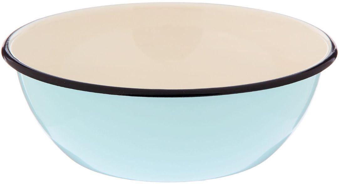Миска Epos Бирюзовая, с эмалированным покрытием, 1,5 л2179370Миска Epos Бирюзовая изготовлена из стали, покрытой эмалью. Такое покрытие защищает сталь от коррозии, придает посуде гладкую стекловидную поверхность и надежно защищает от кислот и щелочей. Миска подойдет для перемешивания продуктов, приготовления салатов и маринования мяса. Кроме того, изделие отлично подходит для приготовления пищи на природе. За счет ее компактного размера и формы миску удобно хранить в шкафу с другими кухонными принадлежностями. Миска Epos Бирюзовая станет незаменимым аксессуаром на кухне любой хозяйки. От хорошей кухонной утвари зависит половина успеха аппетитного блюда. Чтобы еда была вкусной, важно ее правильно приготовить и сервировать. Вся посуда бренда Epos изготовлена из проверенных материалов, безопасна в использовании, будет долго радовать вас своим внешним видом и высоким качеством. Диаметр миски по верхнему краю: 20,5 см. Высота стенки миски: 7 см.