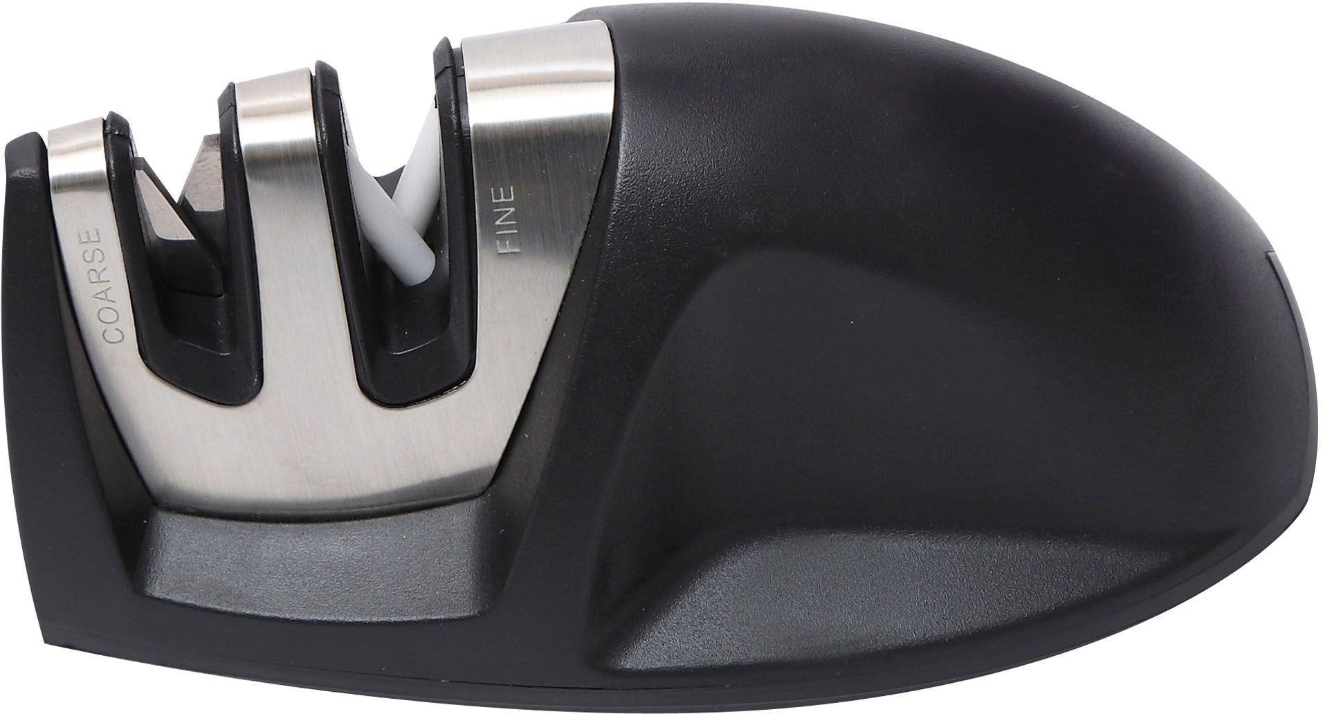 Ножеточка Bergner 3955 BG, настольная3955 BGНожеточка Bergner 3955 BG всегда придет на выручку, если кухонные инструменты сильно затупятся. Точилка снабжена двумя отсеками: металлическая пластина – для грубой обработки, а белые керамические стержни – для тонкой доводки. Корпус из нержавеющей стали гарантируют отличную износоустойчивость. Прорезиненная нескользящая основа обеспечит хорошую фиксацию на столе. Эта компактная точилка отлично подходит для обработки всех типов ножей, кроме специфичных моделей с зубчатым лезвием.