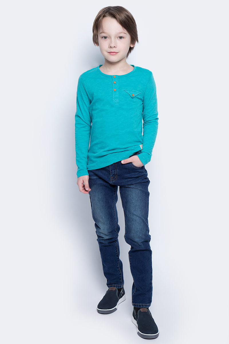 Джинсы для мальчика Button Blue Main, цвет: синий. 117BBBC6304D500. Размер 134, 9 лет117BBBC6304D500Классные джинсы с перманентными складками — гарантия модного современного образа. Хороший крой, удобная посадка на фигуре подарят мальчику комфорт и свободу движений. Если вы хотите купить ребенку недорогие модные зауженные джинсы, модель от Button Blue - прекрасный выбор!