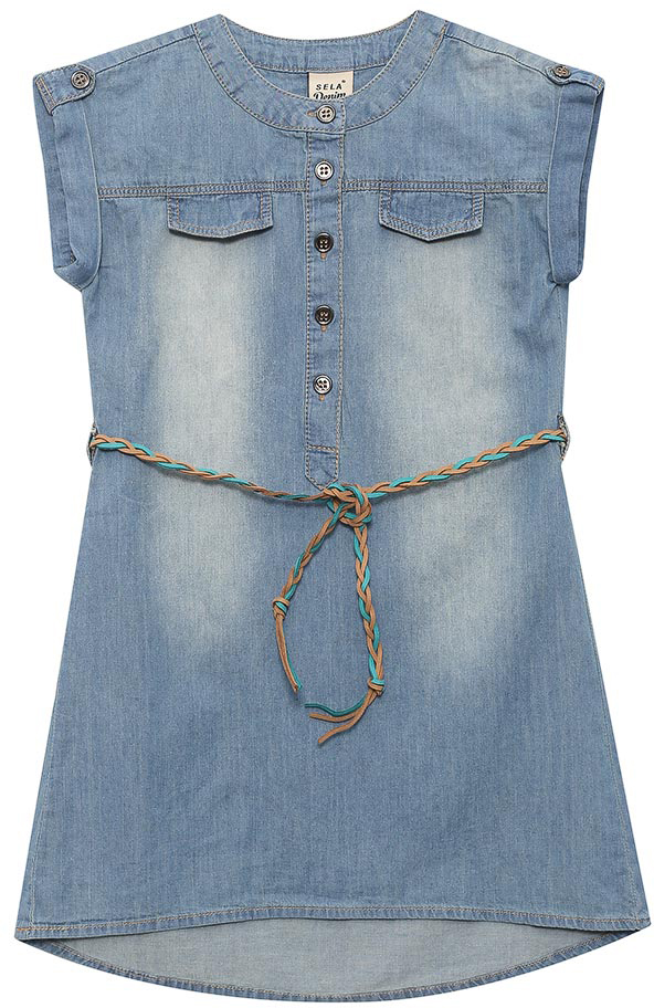 Платье для девочки Sela, цвет: синий джинс. Djs-537/016-7234. Размер 110, 5 летDjs-537/016-7234Джинсовое платье для девочки Sela выполнено из натурального хлопка с эффектом потертостей. Модель А-силуэта с удлиненной спинкой и круглым вырезом горловины застегивается на пуговицы. Линию талии подчеркивает входящий в комплект плетеный ремешок из искусственной кожи. Короткие цельнокроеные рукава дополнены декоративными хлястиками с пуговицей. Мягкая ткань комфортна и приятна на ощупь. Платье подойдет для прогулок и дружеских встреч и станет отличным дополнением гардероба.