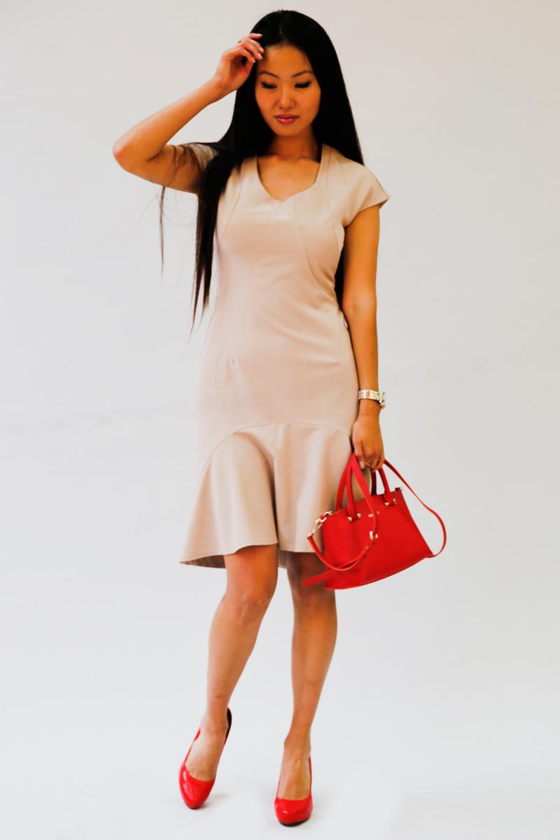 Платье Be in, цвет: бежевый. Пл 45-26. Размер М (46/48)Пл 45-26Стильное платье Be in изготовлено из качественной смесовой ткани. Модель длины миди с короткими рукавами оформлено спереди крупным воланом. Платье Be in - для девушки, стремящейся всегда оставаться стильной и элегантной.