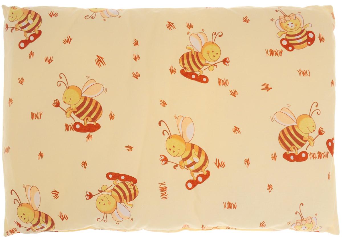 Сонный гномик Подушка детская Пчелы 60 х 40 см555Б_желтый, пчелыДетская подушка Сонный гномик Пчелы изготовлена из бязи - 100% хлопка и создана для комфортного сна вашего малыша.Гипоаллергенные ткани - это залог спокойствия, здорового сна малыша и его безопасности. Наполнитель (40% бамбук, 60% полиэстер) позволит коже ребенка дышать, создавая естественную вентиляцию. Мягкий и воздушный, он будет правильно поддерживать головку ребенка во время сна. Ткань наволочки - нежная и одновременно износостойкая - прослужит вам долгие годы.Уход: не гладить, только ручная стирка, нельзя отбеливать, нельзя выжимать и сушить в стиральной машине, химчистка запрещена.