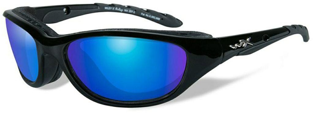 Очки солнцезащитные WileyX Airrage Polarized, для охоты, рыбалки и активного отдыха, цвет: Blue Mirror698Черная глянцевая оправа в сочетании с поляризованными зеркальными зелено-голубыми линзами делают солнцезащитные очки WileyX Airrage Polarized идеальным решением для занятий спортом и активного отдыха. Поляризованные зеркальные голубые линзы поглощают отражения и снижают блики. Очки обеспечат рыболовам улучшенную визуальную ясность и уникальную способность более ясно видеть видеть рыбу и рельеф дна под водой.Поляризационный фильтр 8ТМ - запатентованная WileyX технология поляризации линз обеспечивает 100% поляризацию и 100% защиту от ультрафиолетовых лучей для непревзойденной четкости и контрастности изображения.Защита от ударов на высокой скорости - оправа и линзы должны выдерживать удар тяжелого снаряда весом 500 г, падающего с высоты 127 см.Прочное покрытие - устойчивое к царапинам покрытие защищает линзы от механических повреждений и продлевает срок их службы.Антибликовое покрытие - антибликовое покрытие устраняет нежелательные отражения с поверхностей линз. Водоотталкивающее покрытие - водоотталкивающее покрытие обеспечивает скатывание воды с поверхности линз. Используется только на поляризационных линзах.Накладки FACIAL CAVITY™ - запатентованные защитные накладки защищают от ветра, механических обломков и периферийного освещения.