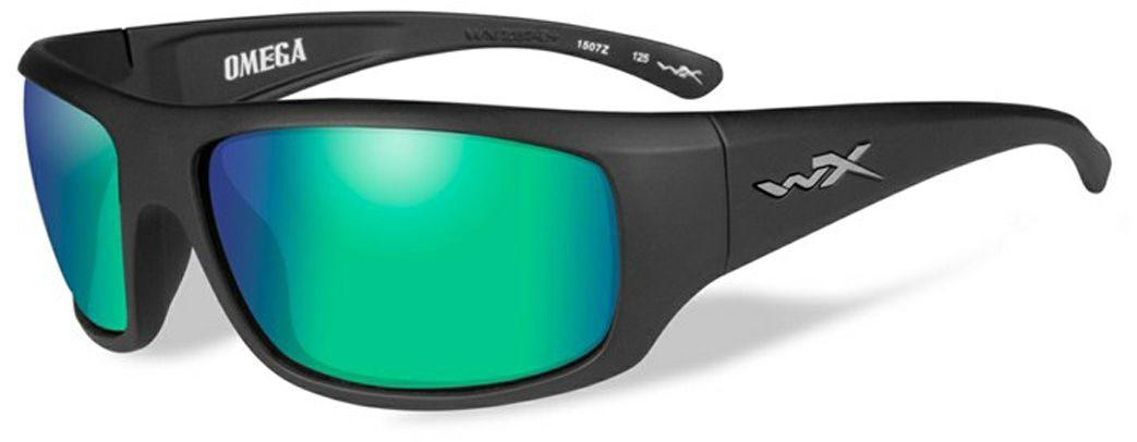 Очки солнцезащитные WileyX Omega Polarized, для охоты, рыбалки и активного отдыха, цвет: Emerald Mirror, AmberACOME07Зеркальные изумрудно-янтарные поляризованные линзы очков WileyX Omega Polarized, с многослойным покрытием, разработаны специально для усиления цветового контраста и обеспечения высокого уровня визуального восприятия. Данная модель обеспечивает превосходные характеристики четкости цветов и остроты зрения при любых условиях освещения. Поляризационный фильтр 8ТМ - запатентованная WileyX технология поляризации линз обеспечивает 100% поляризацию и 100% защиту от ультрафиолетовых лучей для непревзойденной четкости и контрастности изображения.Защита от ударов на высокой скорости - оправа и линзы должны выдерживать удар тяжелого снаряда весом 500 г, падающего с высоты 127 см.Прочное покрытие - устойчивое к царапинам покрытие защищает линзы от механических повреждений и продлевает срок их службы.Антибликовое покрытие - антибликовое покрытие устраняет нежелательные отражения с поверхностей линз. Водоотталкивающее покрытие - водоотталкивающее покрытие обеспечивает скатывание воды с поверхности линз. Используется только на поляризационных линзах.
