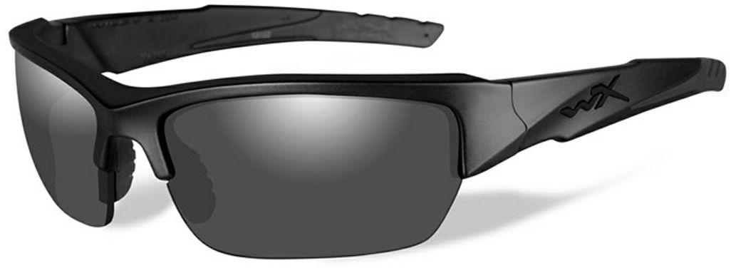Очки солнцезащитные WileyX Valor Black Ops, для охоты, рыбалки и активного отдыха, цвет: GreyST-85YОчки солнцезащитные WileyX Valor принадлежат к ограниченной серии солнцезащитных очков «Black Ops». Они оснащены особой комбинациейдымчато-серых линз и матовой черной оправы разработанной для сотрудников правоохранительных органов и спецслужб. Линзы очков поглощаютотражения и снижают блики. Очки отлично подходят для активного отдыха в условиях интенсивной освещенности. Защита от ударов на высокой скорости: оправа и линзы должны выдерживать удар тяжелого снаряда весом 500 г, падающего с высоты 127 см.Прочное покрытие: устойчивое к царапинам покрытие защищает линзы от механических повреждений и продлевает срок их службы.