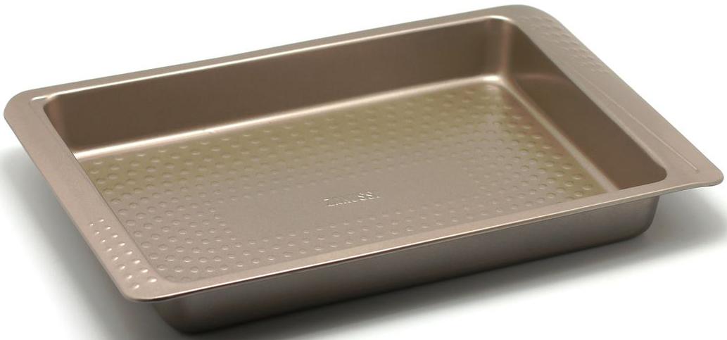 Форма для запекания Zanussi Turin, цвет: бронзовый, 40 х 25,8 х 5,2 смAS6BUL0/6146Прямоугольная форма для запекания Zanussi Turin, выполненная из толстой углеродистой стали, станет хорошим приобретением любой хозяйки. Отличительной особенностью формы являются силиконовые накладки на ручки изделия, благодаря которым вам не придется пользоваться дополнительными средствами для вытаскивания формы из духовки. Форма имеет антипригарное покрытие и утолщенные стенки, которые гарантируют равномерное пропекание изделия. Можно использовать в духовке при температуре до 230°С. Главное преимущество стальных форм Zanussi Turin - это абсолютная химическая нейтральность и экологичность.