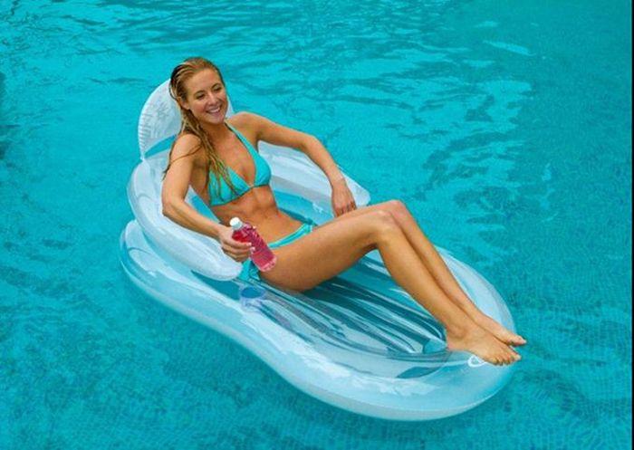 Надувной матрас-кресло Intex Фолдинг, 155 х 97 см. с58857с58857Надувной матрас-кресло IntexФолдинг - это замечательный аксессуар для бассейна, при помощи которого можно расслабиться и позагорать на солнце, плавно покачиваясь на воде. Имеет удобную высокую надувную спинку с подлокотниками. В специальные лунки можно использовать как подстаканники.Надувной матрас от торговой компании Intex изготовлен из прочного многослойного винила, он сохраняет форму и не проседает, надежно удерживая человека на поверхности воды.Размер матраса: 155 х 97 см. Насос приобретается отдельно.