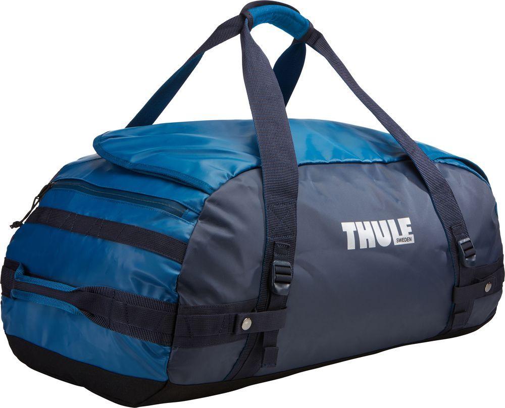 Спортивная сумка-баул Thule Chasm, цвет: синий, 70 л. Размер M221202Спортивная сумка-баул Thule Chasm - эти жесткие, устойчивые к неблагоприятным погодным условиям сумки с широко раскрывающимсяосновным отделением и съемными ремнями - ваши надежные спутники в любой поездке.Особенности: Увеличенный угол открывания облегчает доступ к содержимому.Возможны два способа переноски: в качестве рюкзака и спортивной сумки (все неиспользуемые ремни можно убрать).Прочная водонепроницаемая брезентовая ткань защищает вещи, а также легко складывается для компактного хранения.Внутренние сетчатые карманы помогают сортировать и хранить вещи.Внешние стягивающие ремни удерживают вещи так, чтобы они не падали на дно сумки, когда сумка становится рюкзаком.Мягкое дно защитит вещи при контакте с землей.Запирающийся боковой карман на молнии позволяет надежно хранить небольшие предметы под рукой (замок продается отдельно).Быстрый доступ к небольшим предметам через внешний потайной карман.