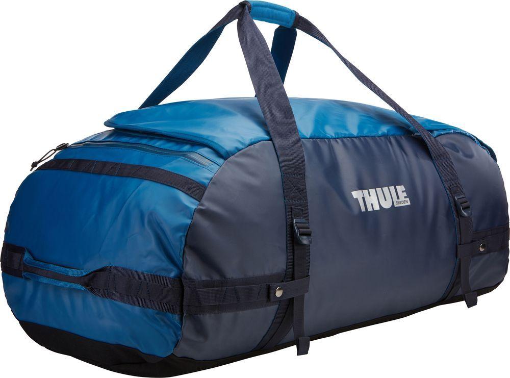 Спортивная сумка-баул Thule Chasm, цвет: синий, 130 л. Размер XLMABLSEH10001Спортивная сумка-баул Thule Chasm - эти жесткие, устойчивые к неблагоприятным погодным условиям сумки с широко раскрывающимсяосновным отделением и съемными ремнями - ваши надежные спутники в любой поездке.Особенности: Увеличенный угол открывания облегчает доступ к содержимому.Возможны два способа переноски: в качестве рюкзака и спортивной сумки (все неиспользуемые ремни можно убрать).Прочная водонепроницаемая брезентовая ткань защищает вещи, а также легко складывается для компактного хранения.Внутренние сетчатые карманы помогают сортировать и хранить вещи.Внешние стягивающие ремни удерживают вещи так, чтобы они не падали на дно сумки, когда сумка становится рюкзаком.Мягкое дно защитит вещи при контакте с землей.Запирающийся боковой карман на молнии позволяет надежно хранить небольшие предметы под рукой (замок продается отдельно).Быстрый доступ к небольшим предметам через внешний потайной карман.
