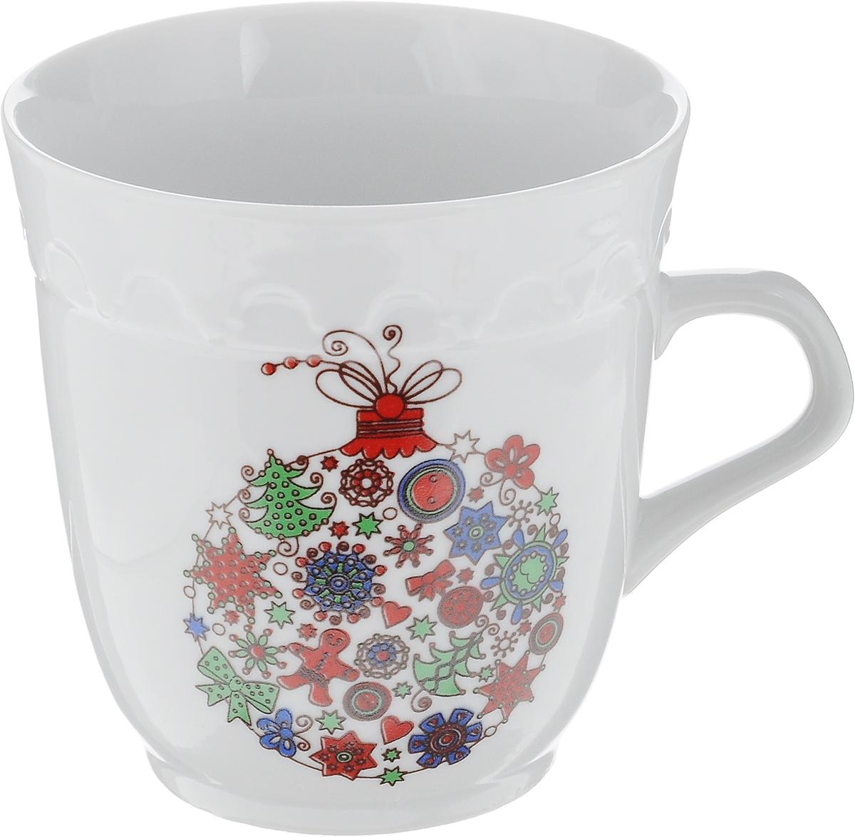 Кружка Фарфор Вербилок Арабеска. Микс. Новогодний шар, 250 мл24322530_новогодний шарКружка Фарфор Вербилок Арабеска. Микс. Новогодний шар выполнена из высококачественного фарфора с глазурованным покрытием и оформлена оригинальным принтом. Посуда из фарфора позволяет сохранить истинный вкус напитка, а также помогает ему дольше оставаться теплым. Изделие оснащено удобной ручкой. Такая кружка прекрасно оформит стол к чаепитию и станет его неизменным атрибутом. Можно мыть в посудомоечной машине и использовать в СВЧ.Диаметр кружки (по верхнему краю): 8,5 см.Высота чашки: 9 см.