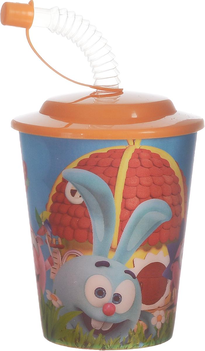 """Детский стакан """"Смешарики"""" непременно станет любимым стаканчиком малыша. Стакан выполнен из прочного безопасного полипропилена и оформлен изображением героев мультсериала """"Смешарики"""". Благодаря безопасному материалу, стакан подойдет для любых напитков. Стакан имеет съемную крышку, оснащенную отверстием для широкой трубочки для питья. Трубочка дополнена клапаном на конце, позволяющим прикрыть ее и избежать попадания пыли и грязи.  Объем стакана: 400 мл.  Не подходит для использования в посудомоечной машине и СВЧ-печи."""
