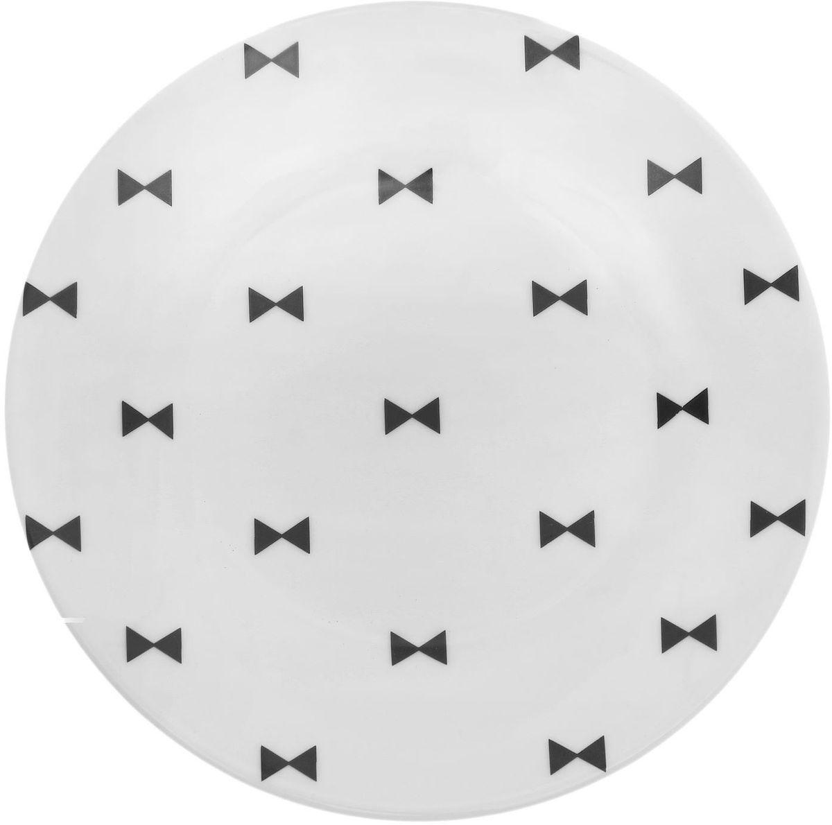 Тарелка мелкая Сотвори чудо Бантик, диаметр 15,5 см1661832Хотите обновить интерьер кухни или гостиной? Устраиваете необычную фотосессию или тематический праздник? А может, просто ищете подарок для близкого человека? Посуда Сотвори Чудо — правильный выбор в любой ситуации. Тарелка Сотвори Чудо, изготовленная из изящного фаянса нежного сливочного цвета, оформлена оригинальным рисунком со стойкой краской. Пригодна для посудомоечной машины.