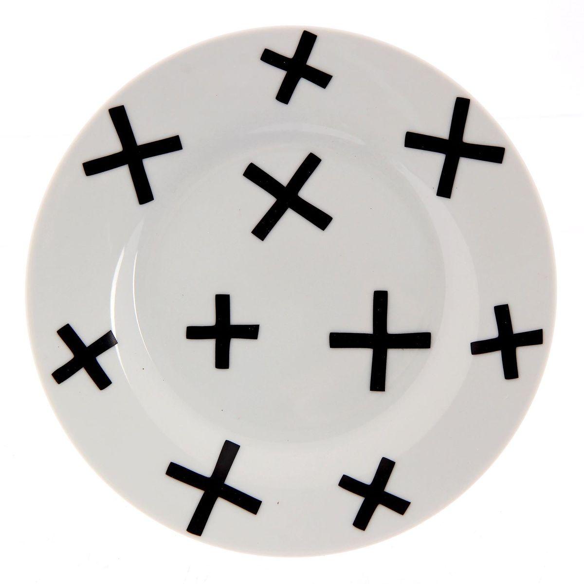 Тарелка мелкая Сотвори чудо My Little Cross, диаметр 15,5 см2277850Хотите обновить интерьер кухни или гостиной? Устраиваете необычную фотосессию или тематический праздник? А может, просто ищете подарок для близкого человека? Посуда Сотвори Чудо — правильный выбор в любой ситуации. Тарелка Сотвори Чудо, изготовленная из изящного фаянса нежного сливочного цвета, оформлена оригинальным рисунком со стойкой краской. Пригодна для посудомоечной машины.