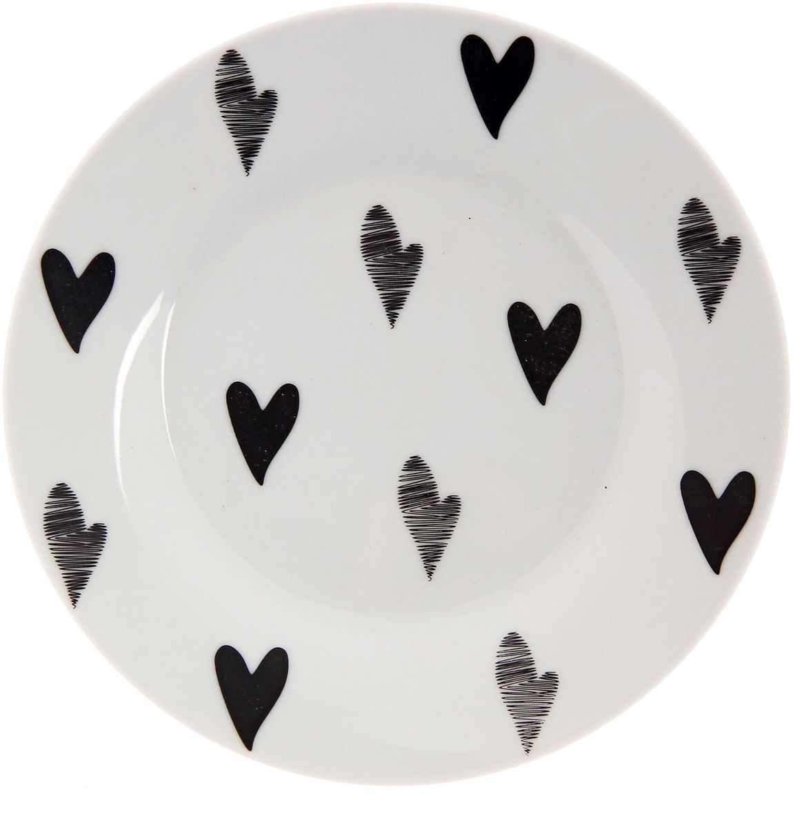 Тарелка мелкая Сотвори чудо Маленькое сердце, диаметр 15,5 см2277859Хотите обновить интерьер кухни или гостиной? Устраиваете необычную фотосессию или тематический праздник? А может, просто ищете подарок для близкого человека? Посуда Сотвори Чудо — правильный выбор в любой ситуации. Тарелка Сотвори Чудо, изготовленная из изящного фаянса нежного сливочного цвета, оформлена оригинальным рисунком со стойкой краской. Пригодна для посудомоечной машины.