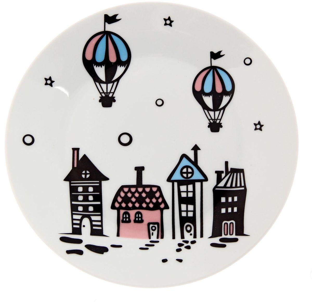 Тарелка мелкая Сотвори чудо Воздушный город, диаметр 20 см2277870Хотите обновить интерьер кухни или гостиной? Устраиваете необычную фотосессию или тематический праздник? А может, просто ищете подарок для близкого человека? Посуда Сотвори Чудо — правильный выбор в любой ситуации. Тарелка Сотвори Чудо, изготовленная из изящного фаянса нежного сливочного цвета, оформлена оригинальным рисунком со стойкой краской. Пригодна для посудомоечной машины.