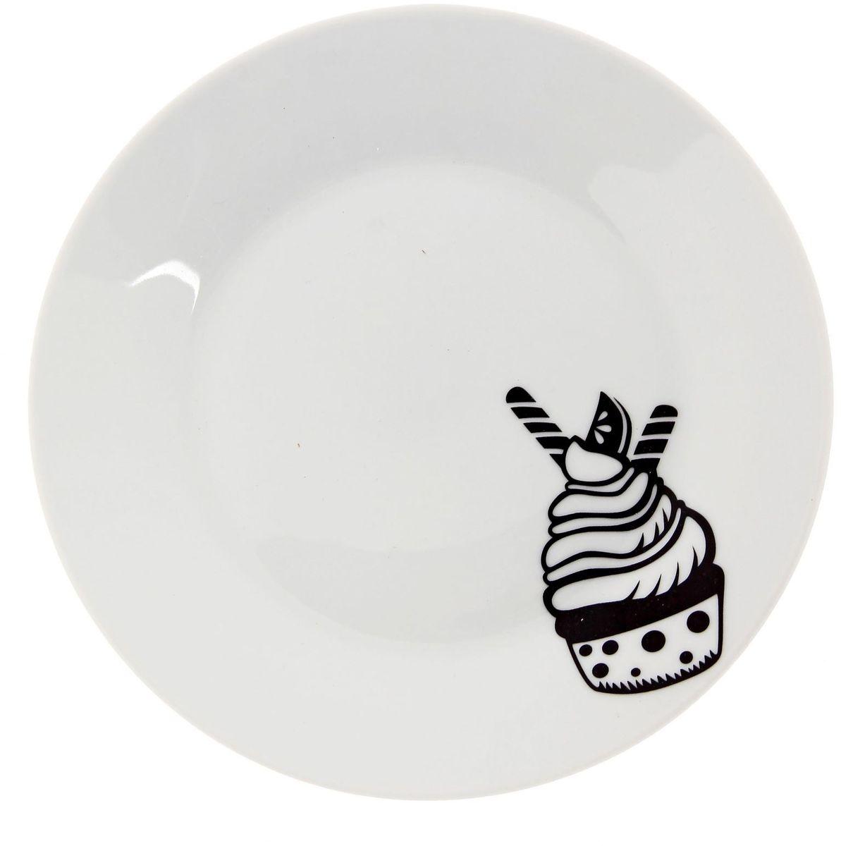 Тарелка мелкая Сотвори чудо Маффин, диаметр 20 см2277876Хотите обновить интерьер кухни или гостиной? Устраиваете необычную фотосессию или тематический праздник? А может, просто ищете подарок для близкого человека? Посуда Сотвори Чудо — правильный выбор в любой ситуации. Тарелка Сотвори Чудо, изготовленная из изящного фаянса нежного сливочного цвета, оформлена оригинальным рисунком со стойкой краской. Пригодна для посудомоечной машины.