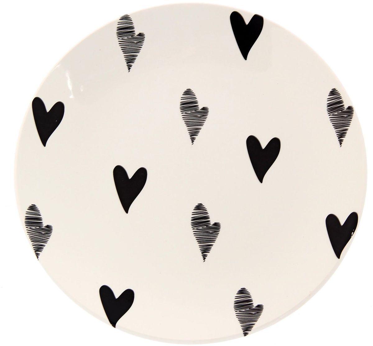 Тарелка Сотвори чудо Маленькое сердце, диаметр 22 см2277891Хотите обновить интерьер кухни или гостиной? Устраиваете необычную фотосессию или тематический праздник? А может, просто ищете подарок для близкого человека? Посуда Сотвори Чудо — правильный выбор в любой ситуации. Тарелка Сотвори Чудо, изготовленная из изящного фаянса нежного сливочного цвета, оформлена оригинальным рисунком со стойкой краской. Пригодна для посудомоечной машины.