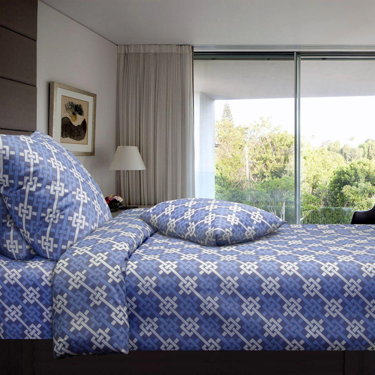 Комплект белья Коллекция Синева, 2,5-спальный, наволочки 50x70. СП2,5/50/ОЗ/синеваСП2,5/50/ОЗ/синеваКомплект постельного белья Коллекция Синева прекрасно украсит любой интерьер. Комплект выполнен из сатина. Сатин - это гладкая и прочная ткань, которая своим блеском, легкостью и гладкостью очень похожа на шелк. Ткань практически не мнется, поэтому его можно не гладить. Он практичен, так как хорошо переносит множественные стирки.