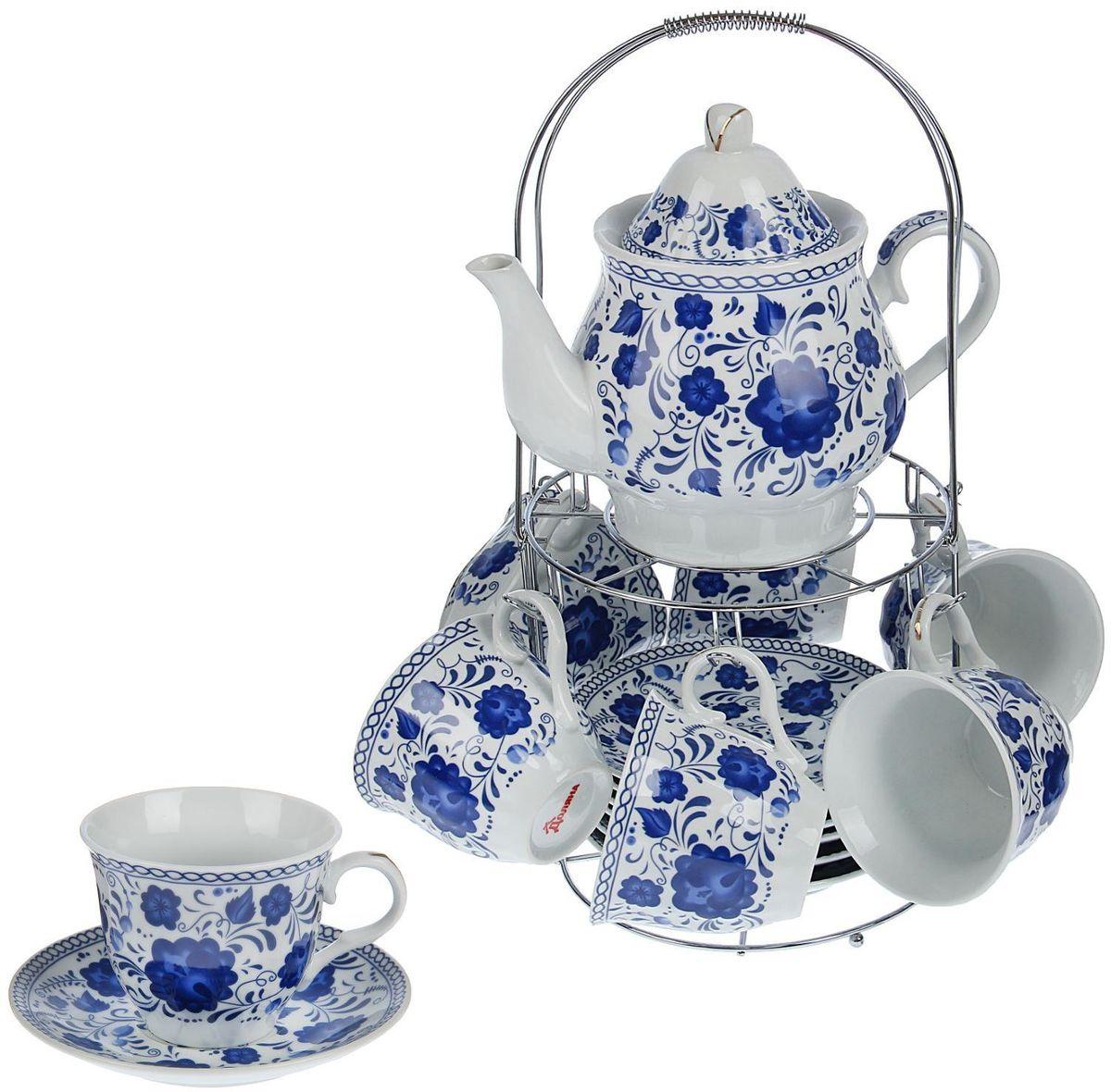 Сервиз чайный Доляна Гжель, 13 предметов1405172Сервиз чайный Доляна Гжель состоит из 6 чашек, 6 блюдец и металлической подставки. Предметы выполнены из фаянса и покрыты глазурью. Изделия украшены изысканной росписью в стиле гжель. Посуда отличается прозрачностью и белизной, она неприхотлива и не требует особых условий хранения. Подходит для ежедневного использования. Оригинальный сервиз привнесет в дом атмосферу уюта и гостеприимства и станет чудесным подарком для друзей и близких.Рекомендуется мыть вручную. Не рекомендуется использовать посуду для разогрева пищи в СВЧ-печах.