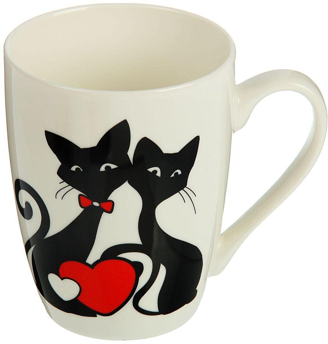 """Кружка Доляна """"Милые котики"""" изготовлена из керамики. Она украшена оригинальным рисунком с котами. Кружка станет отличным подарком для родных и близких. Это любимый аксессуар на долгие годы.  Относитесь к изделию бережно, и оно будет дарить прекрасное настроение каждый день."""