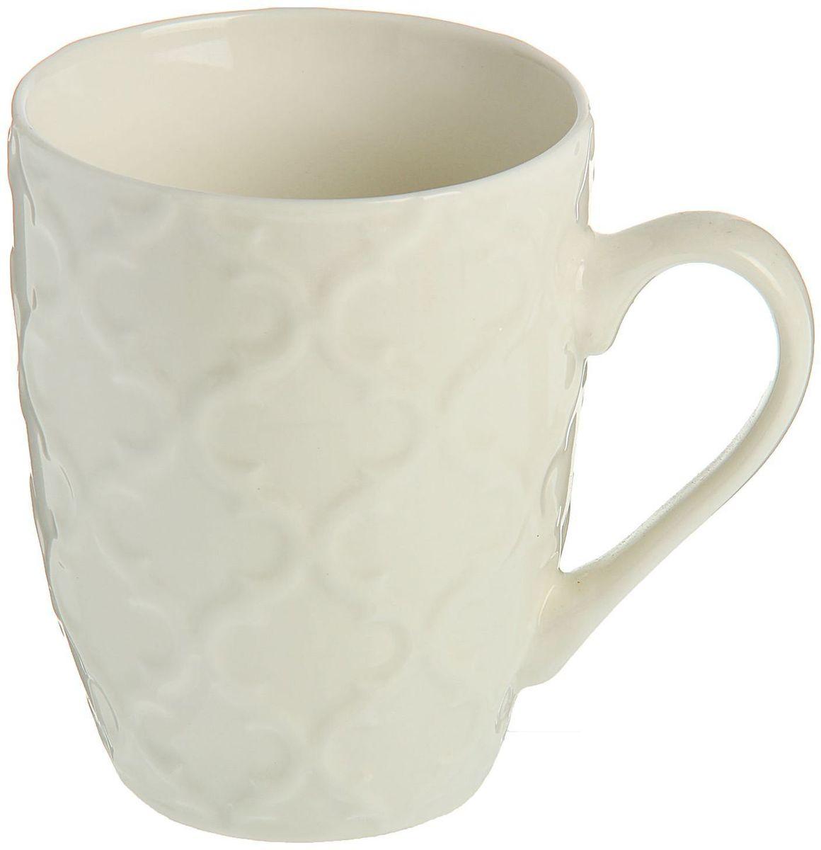 Кружка Доляна Орнамент, цвет: белый, 320 мл863677Кружка Доляна Орнамент изготовлена из керамики. Она украшена оригинальным выпуклым орнаментом. Кружка станет отличным подарком для родных и близких. Это любимый аксессуар на долгие годы.Относитесь к изделию бережно, и оно будет дарить прекрасное настроение каждый день.