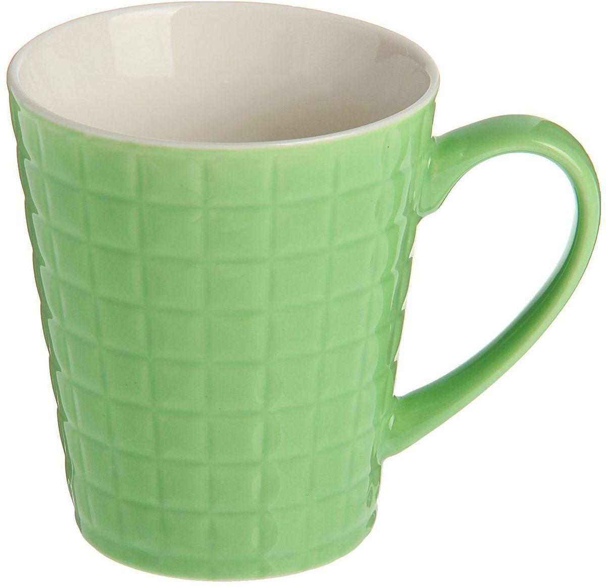 Кружка Доляна Квадрат, цвет: зеленый, 320 мл1625308Кружка Доляна Квадрат изготовлена из керамики. Корпус украшен квадратами.Кружка станет отличным подарком для родных и близких. Это любимый аксессуар на долгие годы. Относитесь к изделию бережно, и оно будет дарить прекрасное настроение каждый день.