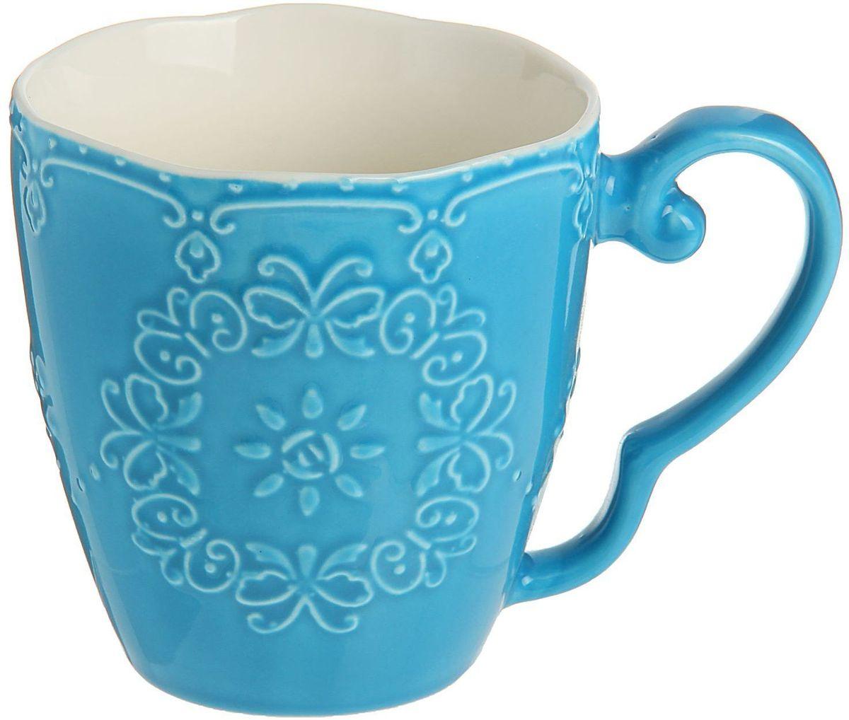 Кружка Доляна Кружева, цвет: синий, 270 мл1075431Кружка Доляна Кружева изготовлена из керамики. Корпус чашки украшен выпуклым кружевным рисунком. Кружка станет отличным подарком для родных и близких. Это любимый аксессуар на долгие годы.Относитесь к изделию бережно, и оно будет дарить прекрасное настроение каждый день.