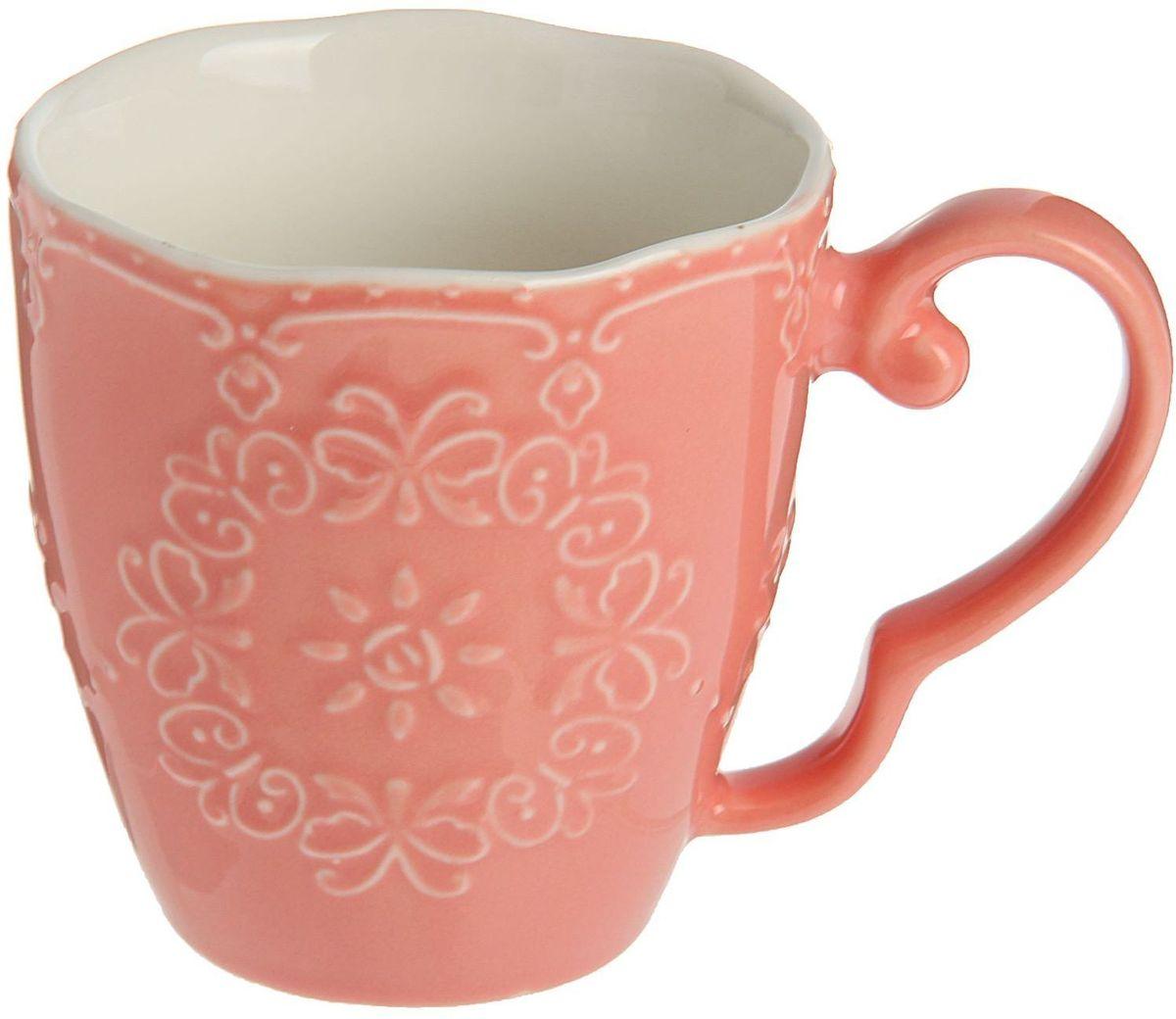 Кружка Доляна Кружева, цвет: розовый, 270 мл1625314Кружка Доляна Кружева изготовлена из керамики. Корпус чашки украшен выпуклым кружевным рисунком. Кружка станет отличным подарком для родных и близких. Это любимый аксессуар на долгие годы.Относитесь к изделию бережно, и оно будет дарить прекрасное настроение каждый день.