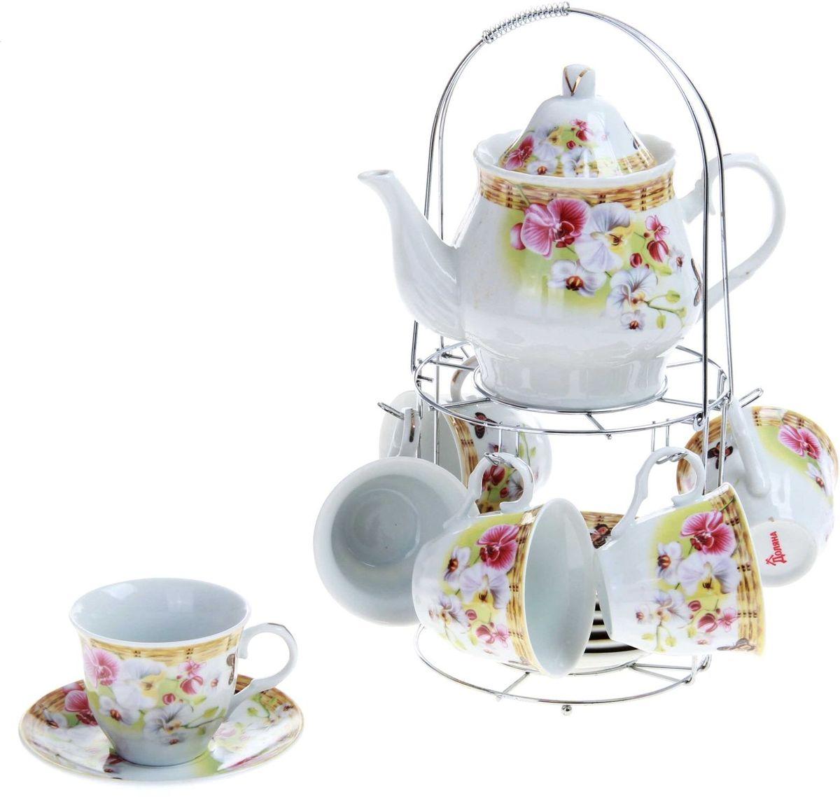 """Какую посуду выбрать для чаепития? Конечно, традиционный напиток по необходимости можно пить и из помятой алюминиевой кружки. Но все-таки большинство хозяек стараются приобрести изящные и оригинальные модели для эстетического наслаждения неповторимым вкусом и тонким ароматом хорошего чая.Кухонная керамика сочетает в себе бытовую практичность и декоративную утонченность. Набор чайный на 6 персон """"Садовый дворик"""", 13 предметов: 6 чайных пар 250 мл, чайник 1 л отличается высокой прочностью и обаятельным дизайном. Нарядный комплект обязательных для чаепития атрибутов изготовлен на родине древнего напитка и привнесет в каждую трапезу особую энергетику."""