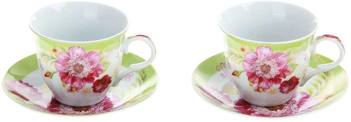 Набор чайный Доляна Апрельский бутон, 4 предмета240602Так сложилось, что большие сервизы мы достаём из шкафов главным образом по торжественным поводам, ведь использовать такую посуду каждый день непрактично. Однако стоит ли из-за этого лишать себя удовольствия пить чай из красивых чашек?Разумное решение — набор чайный Апрельский бутон, 4 предмета: 2 чашки 250 мл, 2 блюдца. Набор элегантной посуды на две персоны сделает каждое мини-чаепитие ничуть не менее радующим взор, чем большое застолье. Благодаря прочной керамике предметы прослужат долго, а отличное качество покрытия сбережёт поверхность от выцветания.В набор входят:чашка (250 мл) — 2 шт.,блюдце — 2 шт.При всём изяществе керамическая посуда отличается неприхотливостью и не требует особых условий хранения. Она подходит для повседневного использования и мытья в посудомоечных машинах. Стоит придерживаться лишь нескольких простых правил:не допускать падения посуды с высоты;избегать использования при экстремально низких и высоких температурах;избегать прямого контакта с огнём.Не рекомендуется разогревать посуду в СВЧ-печах.