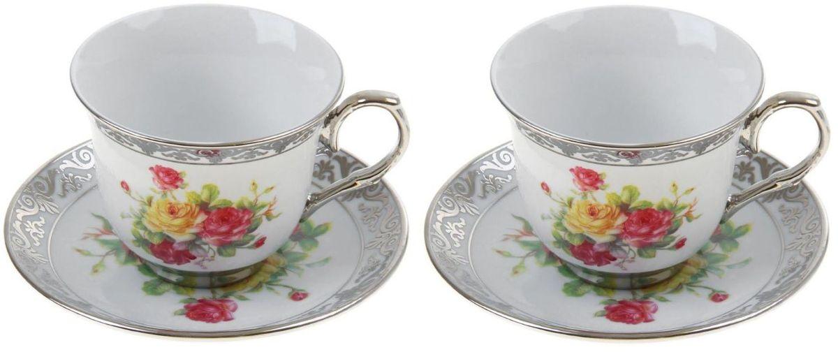 Сервиз чайный Доляна Либретто, 4 предмета867795Сервиз чайный Доляна Либретто состоит из двух чашек и двух блюдец. Предметы выполнены из особо прочного фарфора с добавлением костного порошка и покрыты глазурью. Посуда проходит несколько этапов обжига. Изделия украшены изысканной росписью и дополнены серебристой эмалью. Посуда отличается прозрачностью и белизной, она неприхотлива и не требует особых условий хранения. Оригинальный сервиз привнесет в дом атмосферу уюта и гостеприимства. Элегантная упаковка сделает набор прекрасным подарком близкому человеку. Рекомендуется мыть вручную. Не рекомендуется использовать посуду для разогрева пищи в СВЧ-печах.