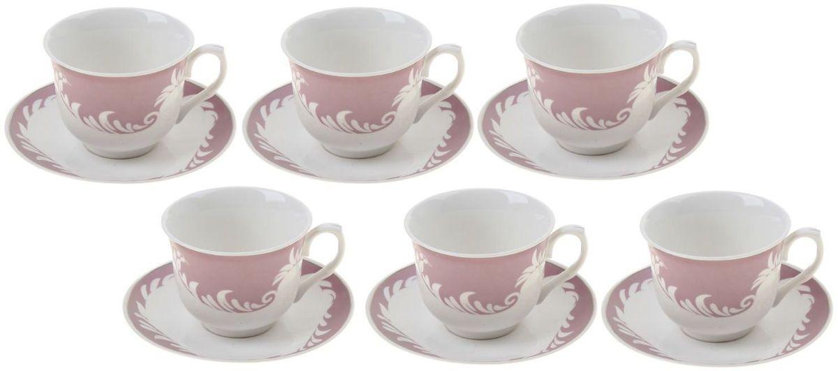 Сервиз чайный Доляна Мирэль, 12 предметов867810Кто-то ценит в посуде смелый и неординарный дизайн, отход от классики и эпатаж. Ну а большинство людей придерживается традиционных взглядов. Если вам ближе классика, то сервиз чайный 12 предметов в подарочной коробке Мирэль (чашка 220 мл) — именно то, что нужно!Ведь что ни говори, а чаепитие испокон веков связывалось с теплотой, неспешностью и лёгкостью. И посуда для этого требовалась соответствующая. Сервиз «Мирэль» с его пастельными цветами и плавными линиями как нельзя лучше способствует поддержанию душевной застольной беседы. Гости будут приятно удивлены радушием хозяина, выставившим для них такой прекрасный набор посуды.В набор входят:чашка (220 мл) — 6 шт.,блюдце — 6 шт.При всём изяществе керамическая посуда отличается неприхотливостью и не требует особых условий хранения. Она подходит для повседневного использования и мытья в посудомоечных машинах. Однако нескольких простых правил всё же стоит придерживаться:не допускать падения посуды с высоты;избегать использования при экстремально низких и высоких температурах;избегать прямого контакта с огнём.Закажите чайный сервиз «Мирэль» и удивите гостей королевским гостеприимством!