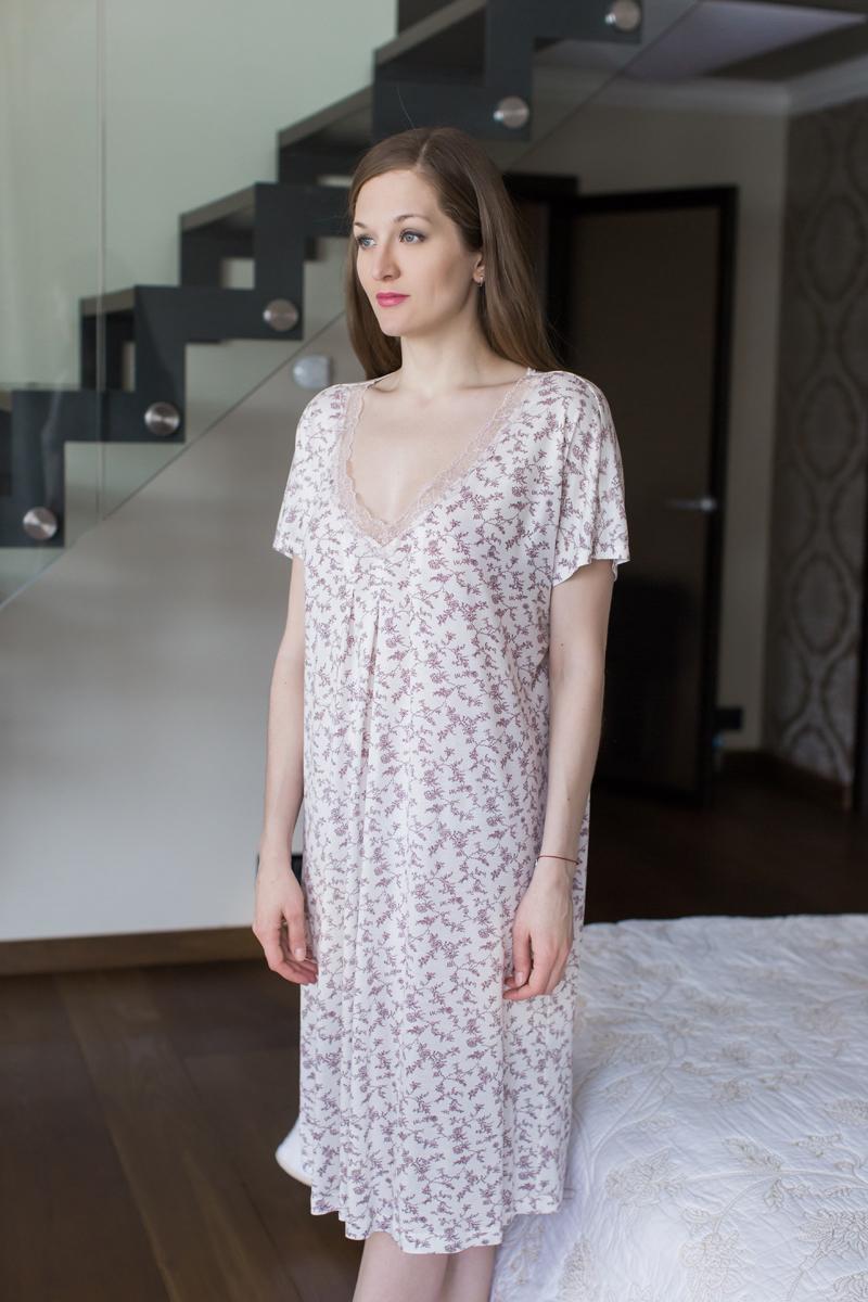 Ночная рубашка Marusя, цвет: бордовый. 162004. Размер XXL (52)162004Ночная рубашка Marusя изготовлена из качественной вискозы. Модель длины миди выполнена с короткими рукавами. Вырез горловины оформлен кружевом.