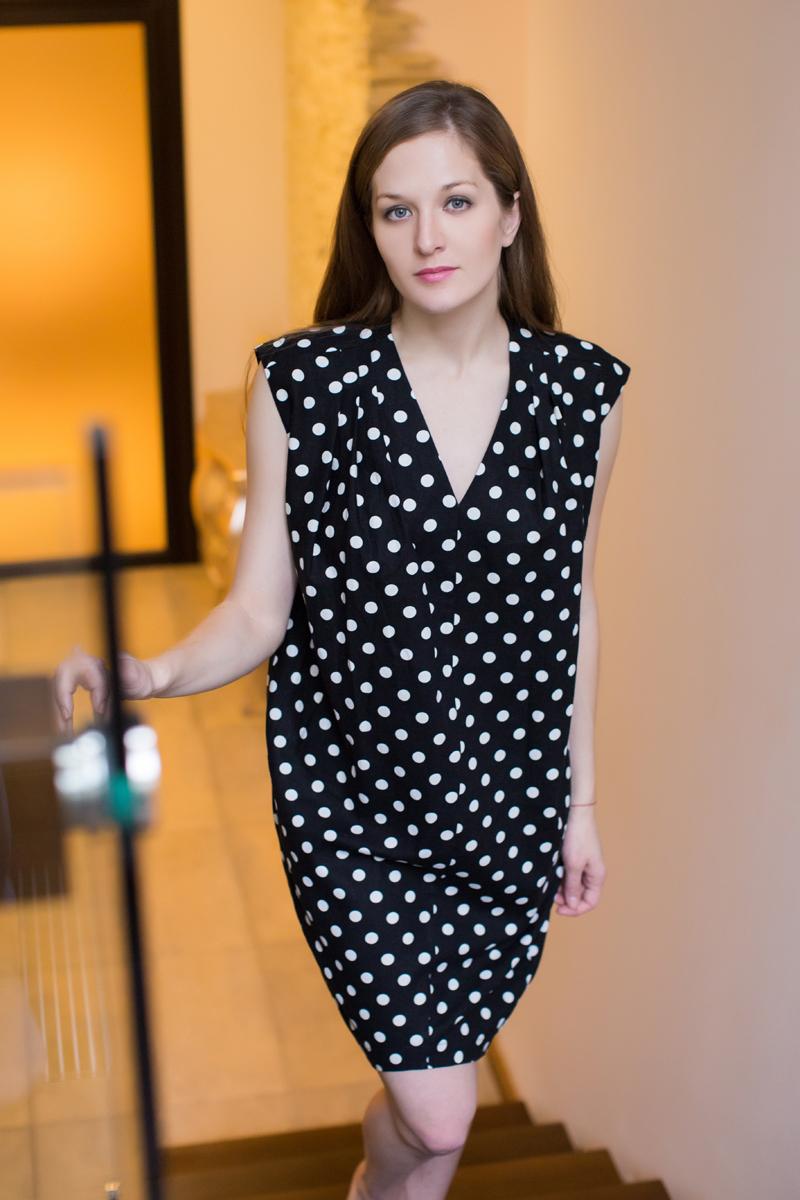 Платье домашнее Marusя, цвет: черный. 171133. Размер (48)171133Домашнее платье Marusя изготовлено из качественного льна. Изделие прямого кроя без рукавов. Модель длины мини оформлена принтом в горох.