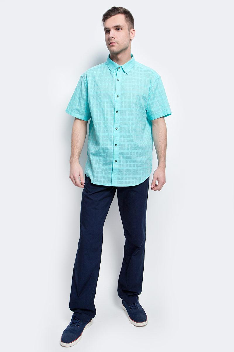 Рубашка мужская Finn Flare, цвет: светло-бирюзовый. S17-24011_136. Размер L (50)S17-24011_136Рубашка мужская Finn Flare выполнена из хлопка. Модель с отложным воротником и короткими рукавами застегивается на пуговицы.