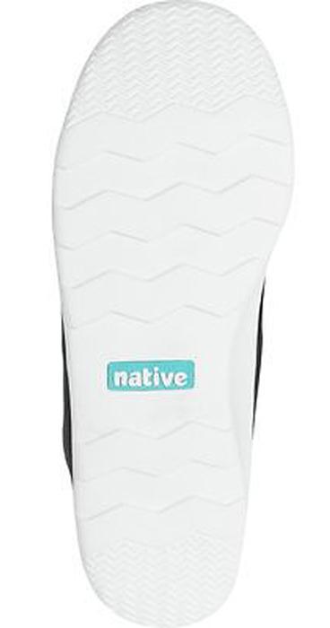 Модные суперлегкие кроссовки Apollo Moc от Native очаруют вашего ребенка с первого взгляда. Модель, выполненная из текстиля, оформлена декоративной перфорацией. Эластичные вставки на подъеме гарантируют оптимальную посадку обуви на ноге. Ярлычок на заднике облегчает обувание модели. Внутренняя поверхность и стелька из мягкого текстиля предотвращают натирание и дарят комфорт.  Подошва из легкой резины с рифлением обеспечивает отличное сцепление с любой поверхностью. В таких кроссовках ножкам вашего ребенка всегда будет комфортно и уютно!