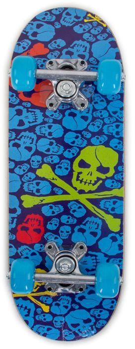 Скейтборд Larsen Junior 3, цвет: синий, салатовый, дека 51 см х 15 см336052Скейтборд Larsen Junior 3 изготовлен для юных скейтбордистов. Конструкция позволяет оттачивать начальные навыки скейтбординга. Прочная дека из 9-слойного китайского клена способна выдержать нагрузку до 45 кг. Полиуретановые колеса отличаются бесшумным плавным ходом, к тому же они ударопрочны и износоустойчивые. Размер колес 50х30 мм, жесткость 92А. Амортизаторы из ПВХ обычно используются в моделях начального уровня. Они делают доску более управляемой за счет жесткости, что немаловажно для новичков. Яркий принт из черепов выделяется своей оригинальностью.