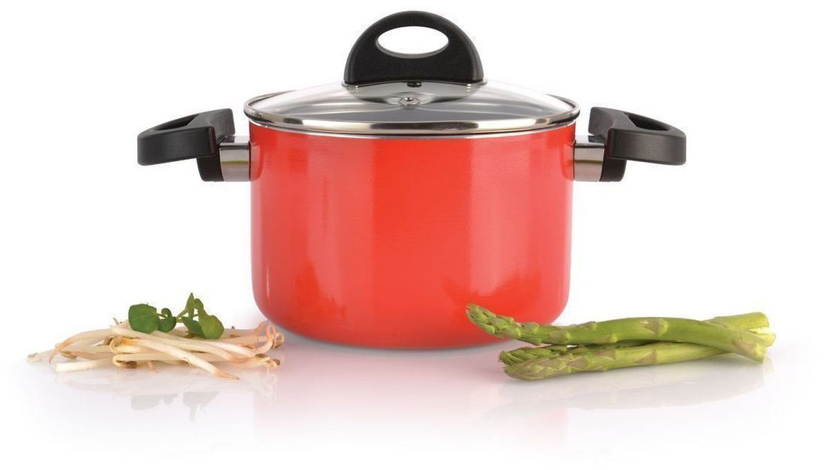 Кастрюля BergHOFF Eclipse, с крышкой, 2 л,цвет: красный3700113Прочная и простая в использовании посуда с быстрым и равномерным распределением тепла. Многослойное и армированное, антипригарное покрытие для удобного извлечения пищи и легкой чистки. Не содержит ни свинца, ни кадмия. Крышка обеспечивает эффективное закрытие: тепло сохраняется внутри кастрюли, что приводит к более быстрому разогреву, три вентиляционных отверстия предотвращают выплескивание. Благодаря стеклянной крышке можно наблюдать за ингредиентами в кастрюле. Не нужно поднимать крышку, растрачивая энергию и вкусовые качества. Ненагревающиеся ручки для дополнительного комфорта и безопасности.Кастрюля подходит для всех типов плит. Рекомендуется мытье вручную.