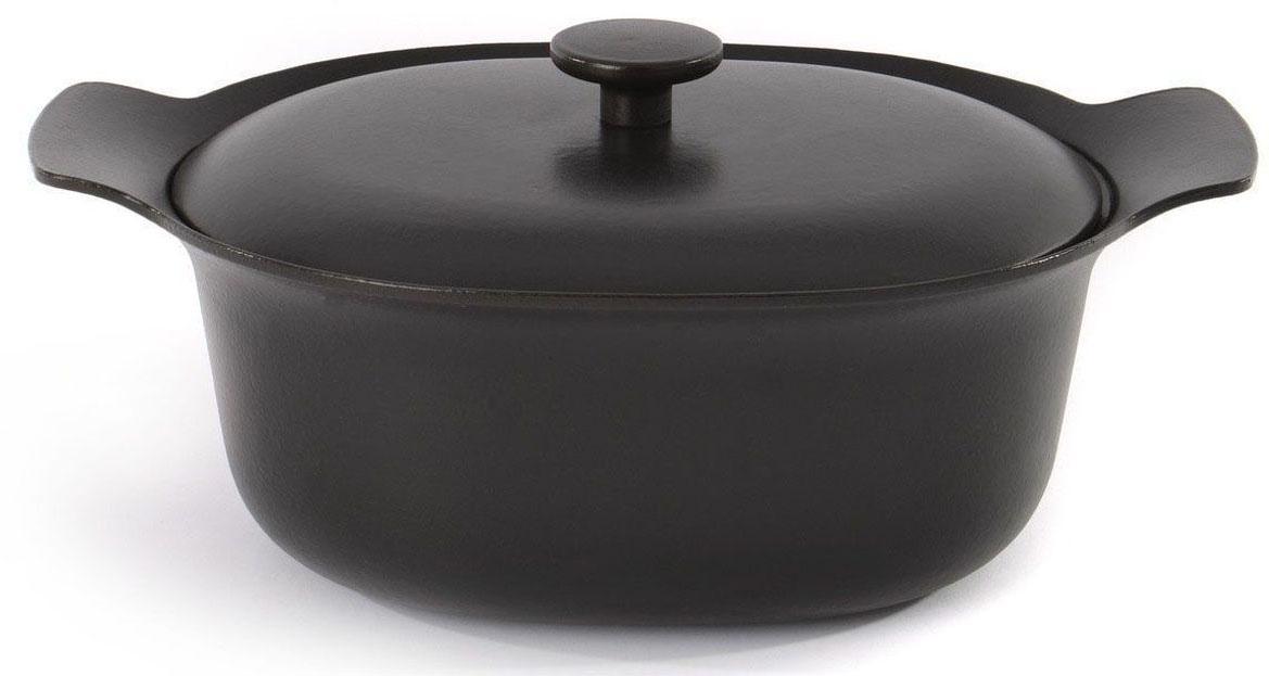 Кастрюля BergHOFF Ron, с крышкой,5,2 л, цвет: черный3900039Чугун великолепно сохраняет тепло: это идеальный выбор для тушения и томления жаркого в духовом шкафу или на плите.Для всех типов блюд маленького или среднего размера, гарниров, идеален для тушения овощей.Крышка удерживает влагу внутри, и благодаря капельному рельефу испаряющиеся соки скатываются обратно в пищу, обеспечивая блюду особенную сочность и мягкость.Широкие ручки для безопасного захвата, даже при ношении кухонных рукавиц или использовании прихваток. Подходит для любых типов плит, включая индукционные. Рекомендуется мыть вручную.