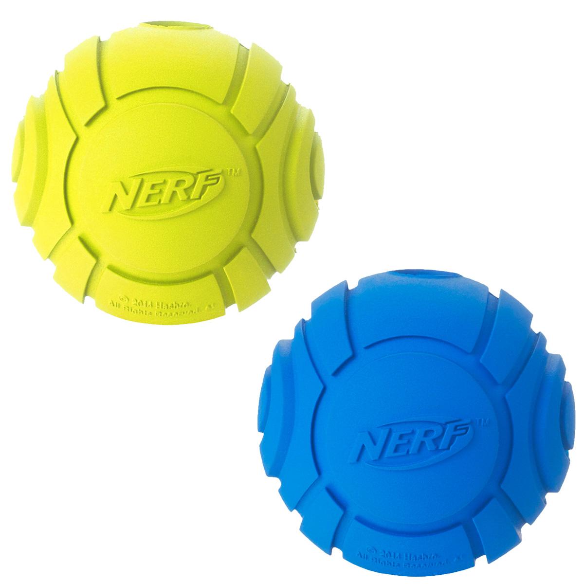 Игрушка для собак Nerf Мяч, рифленый, 6 см, 2 шт18814Мячи Nerf выполнены из сверхпрочной резины. Оптимальны для игры с собакой дома и на свежем воздухе.Подходят собакам с самой мощной челюстью.Высококачественные прочные материалы, из которых изготовлены игрушки, обеспечивают долговечность использования.Яркие привлекательные цвета.Размер S: 6 см.