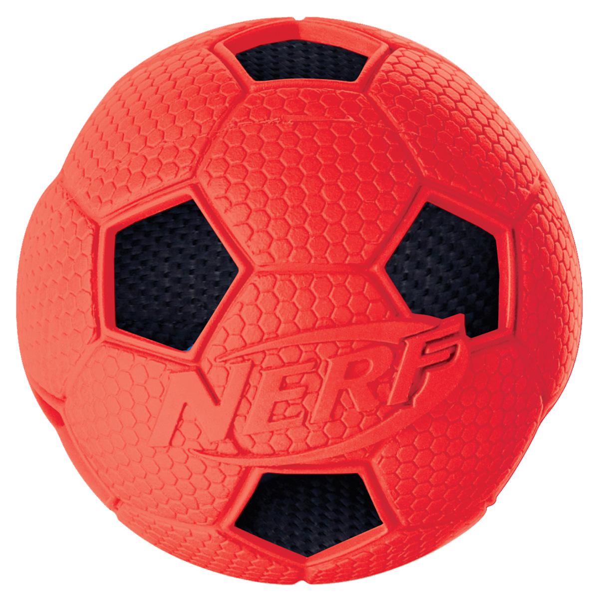 Игрушка для собак Nerf Мяч футбольный, цвет: красный, черный, диаметр 6 см22316Мяч Nerf с рельефным рисунком и нейлоновым хрустящим мячом внутри.Высококачественные прочные материалы, из которых изготовлена игрушка, обеспечивают долговечность использования.Звук мяча дополнительно увлекает собаку игрой.Размер S: 6 см.