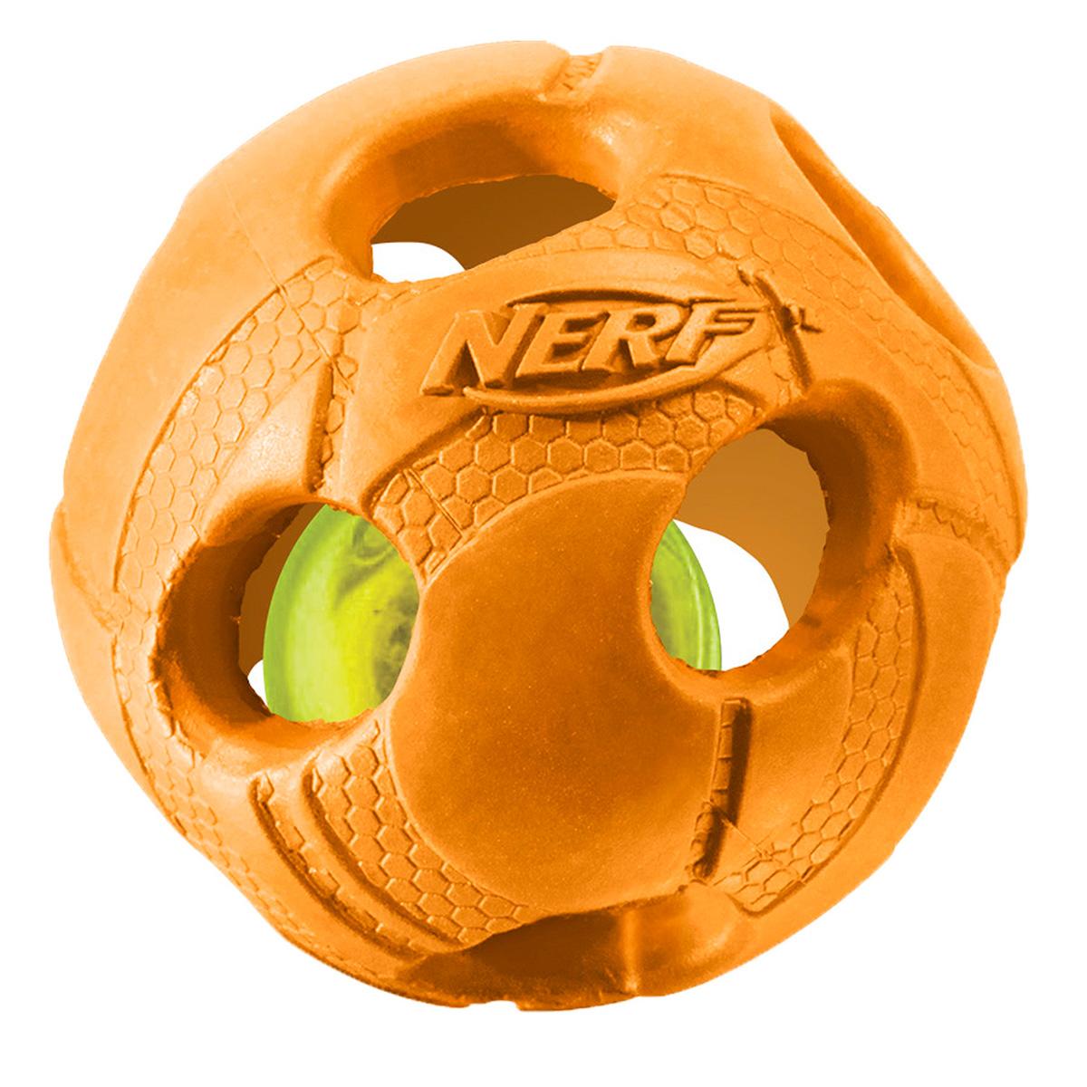 Игрушка для собак Nerf Мяч, светящийся, цвет: оранжевый, 9 см22620Мяч Nerf состоит из двух слоев прочной резины с отверстиями и LED-лампой внутри.LED при ударе начинает мигать, что приводит собаку в восторг, вдохновляя на игру.Оптимально для игры в темное время суток.Подходит собакам с мощной челюстью.Мяч имеет интересный рельефный рисунок.Диаметр: 9 см.